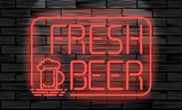 Enseigne au néon frais de bière sur le fond de mur de briques Photo libre de droits