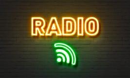 Enseigne au néon par radio sur le fond de mur de briques illustration libre de droits