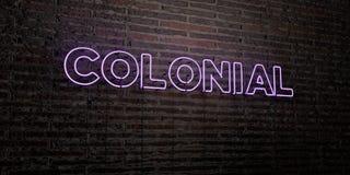 - Enseigne au néon réaliste sur le fond de mur de briques - 3D COLONIAL a rendu l'image courante gratuite de redevance illustration de vecteur