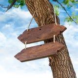 Enseigne en bois accrochante Images stock