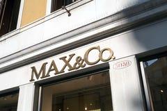 Enseigne le magasin MAX&Co à Venise Images stock