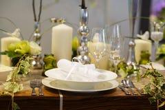 Ensemble élégant de table pour la partie de épouser ou d'événement Photo libre de droits