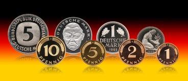 Ensemble allemand de pièces de monnaie de marque de penny de l'Allemagne, fond de gradient photographie stock