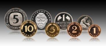 Ensemble allemand de pi?ces de monnaie de marque de penny de l'Allemagne, fond de gradient images stock