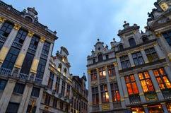 Ensemble architectural de Grand Place, vue de soirée, Bruxelles, Belgique photographie stock libre de droits