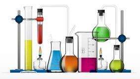 Ensemble chimique réaliste d'équipement de laboratoire Flacons en verre, bechers, lampes d'esprit illustration libre de droits