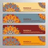 Ensemble coloré de bannières ornementales avec le mandala de fleur dans le beige, illustration de vecteur
