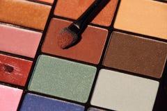 Ensemble coloré de cosmétique d'ombres de yeux Photographie stock libre de droits