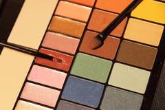Ensemble coloré de cosmétique d'ombres de yeux Photographie stock