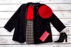 Ensemble complet des vêtements à la mode de femmes d'hiver photographie stock