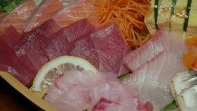Ensemble cru frais assorti de sashimi Cuisine japonaise authentique Nourriture traditionnelle clips vidéos