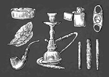 Ensemble d'éléments de tabagisme de tabac de vintage Style monochrome Narguilé, allumeur, cigarette, cigare, cendrier, tuyau, feu Photographie stock libre de droits