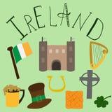 Ensemble d'éléments irlandais tirés par la main et de letering illustration stock
