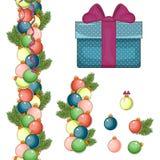 Ensemble d'éléments pendant Noël et la nouvelle année Grand boîte-cadeau bleu Billes de Noël de différentes couleurs Photographie stock