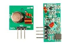 Ensemble d'émetteur et récepteur de la carte électronique de signal numérique d'isolement sur le fond blanc Photographie stock libre de droits