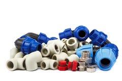 Ensemble d'accouplements de tuyauterie de métal-plastique, adaptateurs, prises photographie stock libre de droits