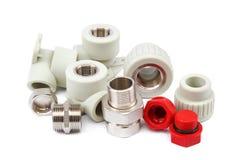 Ensemble d'accouplements de tuyauterie de métal-plastique, adaptateurs, prises image stock