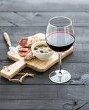 Ensemble d'apéritif de vin Verre de vin rouge, français Photos libres de droits