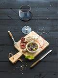 Ensemble d'apéritif de vin Verre de vin rouge, français Images libres de droits