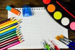 Ensemble d'approvisionnements de papeterie d'école De nouveau au concept d'école Image stock