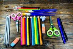 Ensemble d'approvisionnements de papeterie d'école De nouveau au concept d'école Images stock
