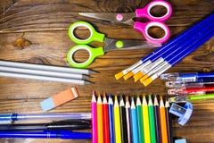 Ensemble d'approvisionnements de papeterie d'école De nouveau au concept d'école Images libres de droits