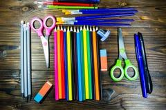 Ensemble d'approvisionnements de papeterie d'école De nouveau au concept d'école Photo stock