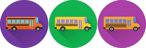 Ensemble d'autobus scolaires jaunes d'icônes plates Photo stock