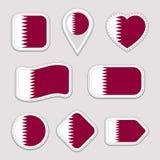 Ensemble d'autocollants de drapeau du Qatar Insignes qataris de symboles nationaux Icônes géométriques d'isolement Le fonctionnai illustration libre de droits