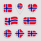 Ensemble d'autocollants de drapeau de la Norvège Insignes norvégiens de symboles nationaux Icônes géométriques d'isolement Le fon illustration de vecteur