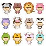 Ensemble d'enfants dans des costumes mignons d'animaux Image stock