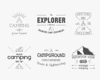Ensemble d'explorateur de vintage, montagne, logo de forêt illustration stock