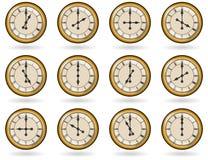 Ensemble d'horloges antiques pendant des heures de travail Photographie stock libre de droits