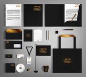 Ensemble d'identité d'entreprise avec des éléments de conception de vintage d'or Photos libres de droits