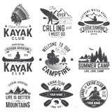 Ensemble d'insignes de club de canoë et de kayak Illustration de vecteur illustration stock
