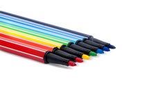 Ensemble d'isolement de crayons lecteurs feutres colorés sur le blanc Image stock