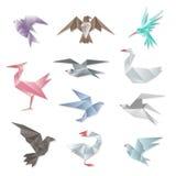 Ensemble d'oiseau d'origami Dirigez les oiseaux de vol 3d de papier abstraits avec des ailes sur le fond blanc Photo libre de droits