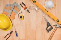 Ensemble d'outils au-dessus d'un panneau en bois avec l'espace pour le texte Photos libres de droits