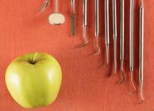 Ensemble d'outils de dentiste Photographie stock libre de droits