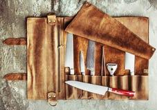 Ensemble d'outils professionnels de cuisinier Cas particulier de couteaux de cuisinier photographie stock