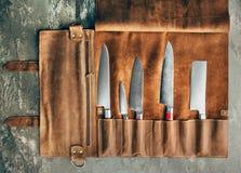 Ensemble d'outils professionnels de cuisinier Cas particulier de couteaux de cuisinier photos stock