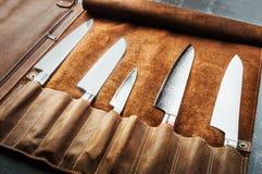 Ensemble d'outils professionnels de cuisinier Cas particulier de couteaux de cuisinier photo libre de droits