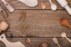 Ensemble d'ustensiles de cuisine sur la table avec l'espace pour le texte Photos libres de droits