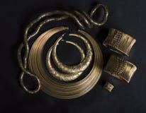 Ensemble de beaux bijoux orientaux d'or (Indien, Arabe, Africain, E photos stock