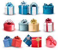 Ensemble de boîte-cadeau colorés avec des arcs et des rubans. Image stock