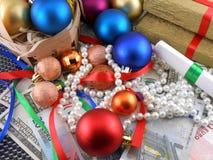 Ensemble de boîte-cadeau de Noël, boules de Noël, argent et diamants Images stock