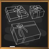 Ensemble de boîte-cadeau sur le tableau noir Photographie stock libre de droits