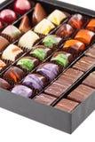 Ensemble de bonbons au chocolat dans une boîte Photos stock