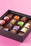 Ensemble de bonbons au chocolat dans une boîte Photos libres de droits
