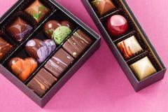 Ensemble de bonbons au chocolat dans une boîte Image libre de droits
